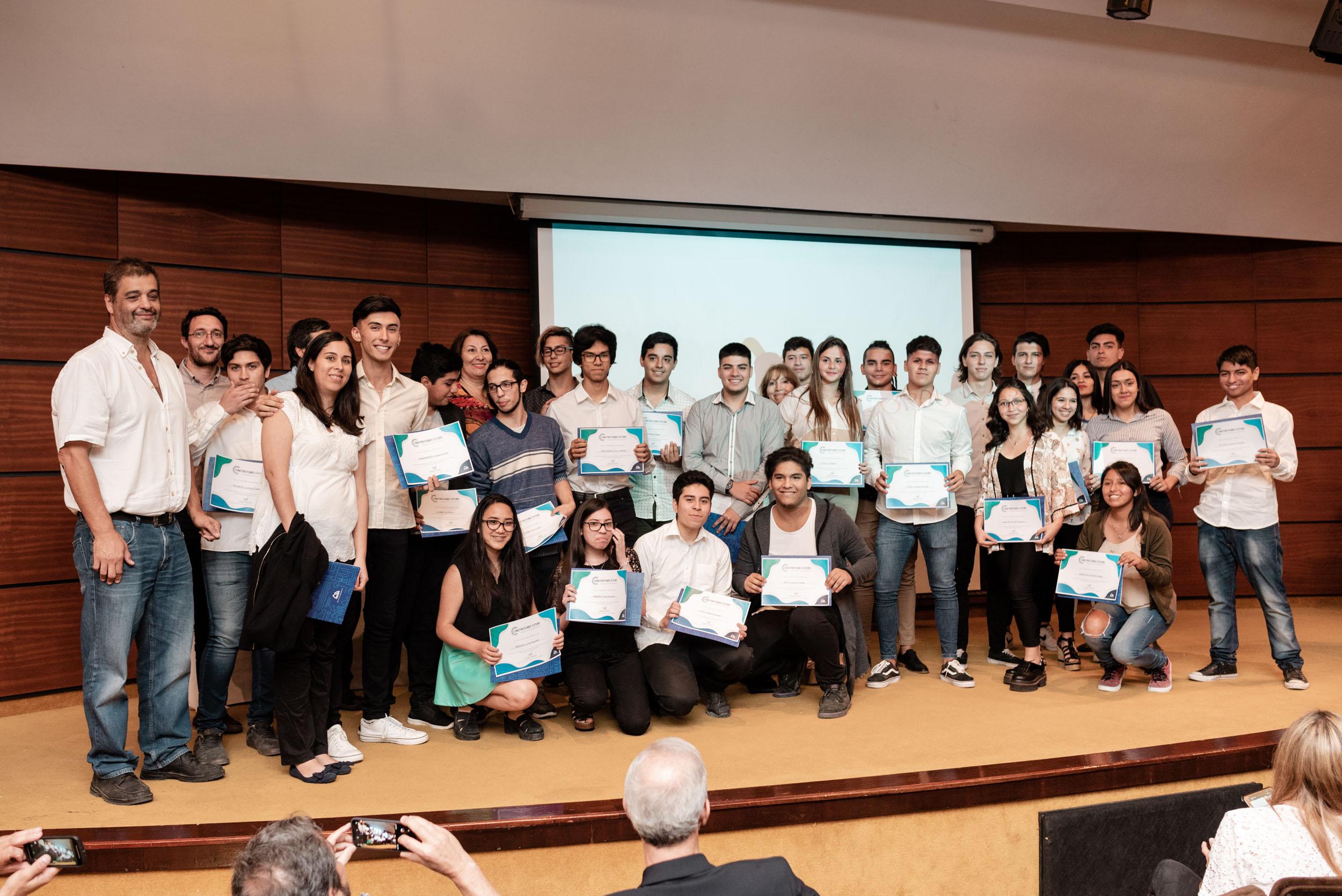 Cerramos el año, 80 jóvenes inspirados por la práctica profesional
